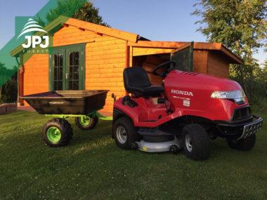 Rasentraktor Honda mit ATV Anhaenger Jober 300